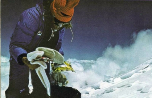 reinhold-messner-on-mountain-in-fila-outfit